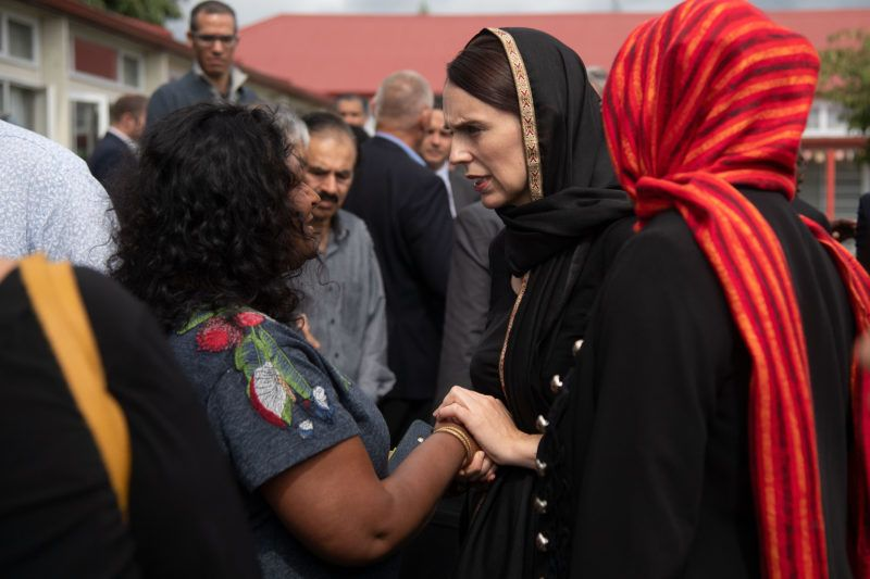 New Zealand Prime Minister Jacinda Ardern (C) speaks with a representative of the refugee centre during a visit to the Canterbury Refugee Centre in Christchurch on March 16, 2019. - A right-wing extremist who filmed himself rampaging through two mosques in the quiet New Zealand city of Christchurch killing 49 worshippers appeared in court on a murder charge on March 16, 2019. (Photo by Marty MELVILLE / AFP)