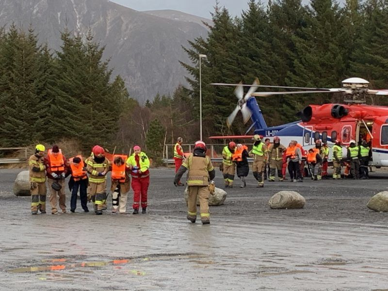 """Stranded passenger that were rescued by helicopter from the cruise ship Viking Sky are pictured on March 23, 2019 on the west coast of Norway near Romsdal. - Emergency services said on March 23, 2019 they were airlifting 1,300 passengers off a cruise ship off the Norwegian coast. The Viking Sky cruise ship sent an SOS message due to """"engine problems in bad weather"""", southern Norway's rescue centre said on Twitter, while police reported the passengers would be evacuated by helicopter. (Photo by Odd Roar Lange / NTB Scanpix / AFP) / Norway OUT"""