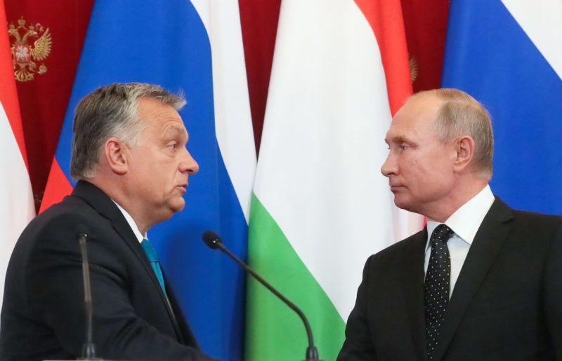 5640534 18.09.2018 Russian President Vladimir Putin, right, and Hungarian Prime Minister Viktor Orban speak to the media after their meeting, in Moscow, Russia, September 18, 2018. Vitaliy Belousov / Sputnik
