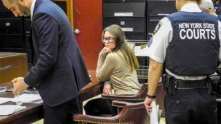 27 March 2019, US, New York: The German suspected impostor Anna Sorokin sits next to her defender Todd Spodek (l) in the courtroom before the start of her trial. With a combination of lies, self-confidence, forged documents and excuses, she is said to have cheated acquaintances, hotels, restaurants and banks by the dozen. Sorokin appeared under the pseudonym Anna Delvey. Photo: Johannes Schmitt-Tegge/dpa