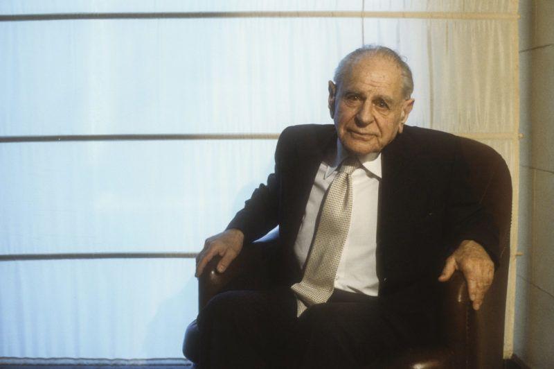 Austro-British philosopher Karl Raimund Popper (about 1990) / Il filosofo Karl Raimund Popper (1990 circa) - ©Marcello Mencarini/Leemage