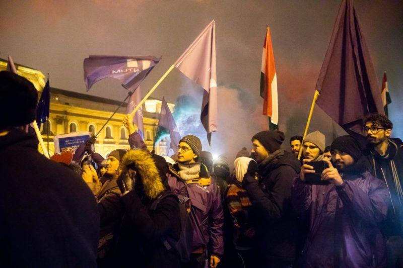 Image: 73868445, Egy kis szünet után újra nagyszabású tüntetést szerveztek Budapestre szombatra a szakszervezetek, a diákok, civil szervezetek és az ellenzéki pártok a Munka Törvénykönyvének módosítása, azaz a rabszolgatörvény ellen. A rendezvény a Hõsök terén kezdõdik, onnan sétálnak majd a résztvevõk a budapesti belvároson keresztül a parlament elé., Place: Budapest, Hungary, License: Rights managed, Model Release: No or not aplicable, Property Release: Yes, Credit: smagpictures.com