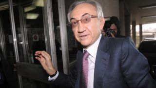 Serbia's tycoon Miroslav Miskovic arrives at the Interior Ministry in Belgrade on December 3, 2012. One of Serbia's richest men, Miroslav Miskovic who runs the Delta Holding company, was questioned today by police and organised crime prosecutors, officials said. The probe into Miskovic, one of the most influential businessmen in the Balkans, is part of the new Serbian government's crackdown on corruption.    AFP PHOTO / ALEXA STANKOVIC (Photo by ALEXA STANKOVIC / AFP)