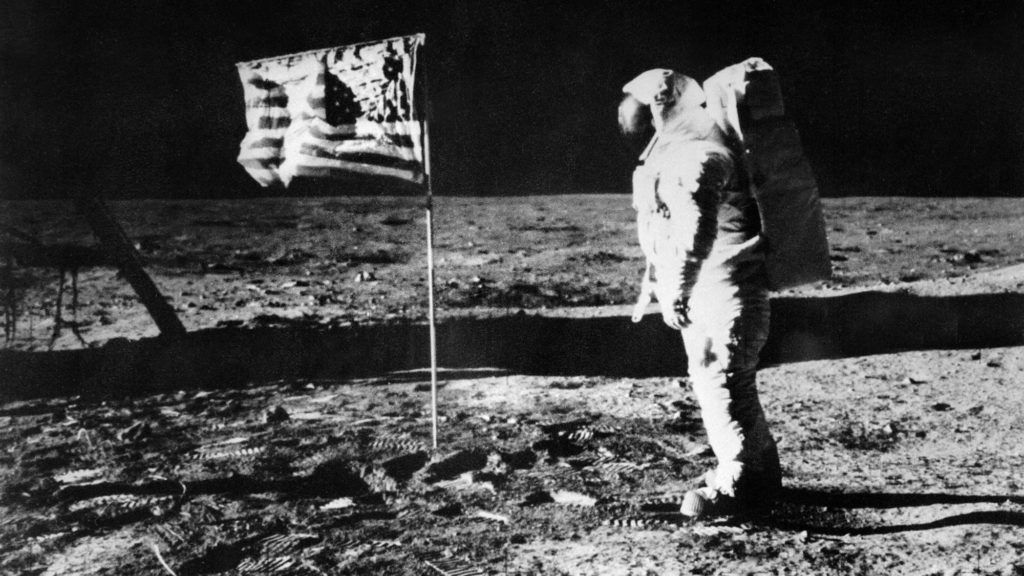 (FILES) This picture taken 21 July 1969 shows US astronaut Edwin Aldrin standing on the moon beside the deployed flag of the United States during the Apollo 11 mission. NASA no longer knows the whereabouts of the original tapes of man's first landing on the moon nearly 40 years ago, an official of the US space agency said 15 August 2006. AFP PHOTO (Photo by DSK / NASA / AFP)