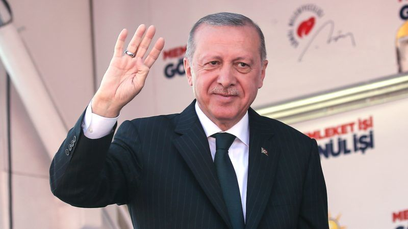 SAKARYA, TURKEY - MARCH 19: President of Turkey and the leader of Turkey's ruling Justice and Development (AK) Party Recep Tayyip Erdogan greets the citizens during a campaign rally ahead of March 31 local elections, in Sakarya, Turkey on March 19, 2019. Isa Terli / Anadolu Agency