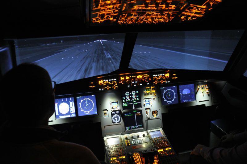 Budapest, 2019. január 14. A Budapesti Gépészeti Szakképzési Centrum Kossuth Lajos Két Tanítási Nyelvû Mûszaki Szakgimnáziumában évtizedek óta tart a légijármû-karbantartó képzés, mely során repülõgép-szerelõket, avionikusokat (repülõgép mûszerészeket) képeznek. Az oktatási képzés színvonalat emeli a közelmúltban átadott Airbus A320-as szimulátor ahol a tanulók heti 3 órában szakmai oktatók segítségével ismerkedhetnek egy, a valódival azonos repülõgép mûködésével, és rendszereinek mûszerezettségével. MTVA/Bizományosi: Balaton József  *************************** Kedves Felhasználó! Ez a fotó nem a Duna Médiaszolgáltató Zrt./MTI által készített és kiadott fényképfelvétel, így harmadik személy által támasztott bárminemû – különösen szerzõi jogi, szomszédos jogi és személyiségi jogi – igényért a fotó készítõje közvetlenül maga áll helyt, az MTVA felelõssége e körben kizárt.