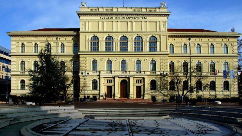 Szeged, 2018. március 21. A Szegedi Tudományegyetem (SZTE) központi épülete a Dugonics tér 13-ban. MTVA/Bizományosi: Jászai Csaba  *************************** Kedves Felhasználó! Ez a fotó nem a Duna Médiaszolgáltató Zrt./MTI által készített és kiadott fényképfelvétel, így harmadik személy által támasztott bárminemû – különösen szerzõi jogi, szomszédos jogi és személyiségi jogi – igényért a fotó készítõje közvetlenül maga áll helyt, az MTVA felelõssége e körben kizárt.
