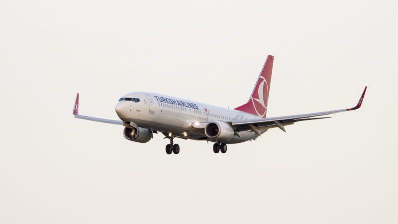Budapest, 2017. augusztus 3. A Turkish Airlines légitársaság TC-JHV lajstromszámú, Boeing 737-8F2 típusú utasszállító repülõgépe végez leszállást a Liszt Ferenc Repülõtér 2-es kifutópályáján. MTVA/Bizományosi: Máté Attila  *************************** Kedves Felhasználó! Ez a fotó nem a Duna Médiaszolgáltató Zrt./MTI által készített és kiadott fényképfelvétel, így harmadik személy által támasztott bárminemû – különösen szerzõi jogi, szomszédos jogi és személyiségi jogi – igényért a fotó készítõje közvetlenül maga áll helyt, az MTVA felelõssége e körben kizárt.
