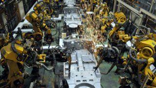 Esztergom, 2011. július 14. Robotok a karosszéria elemeit hegesztik össze a Suzuki esztergomi gyárában, ahol legyártották a kétmilliomodik gépkocsit.  MTI Fotó: Kovács Tamás