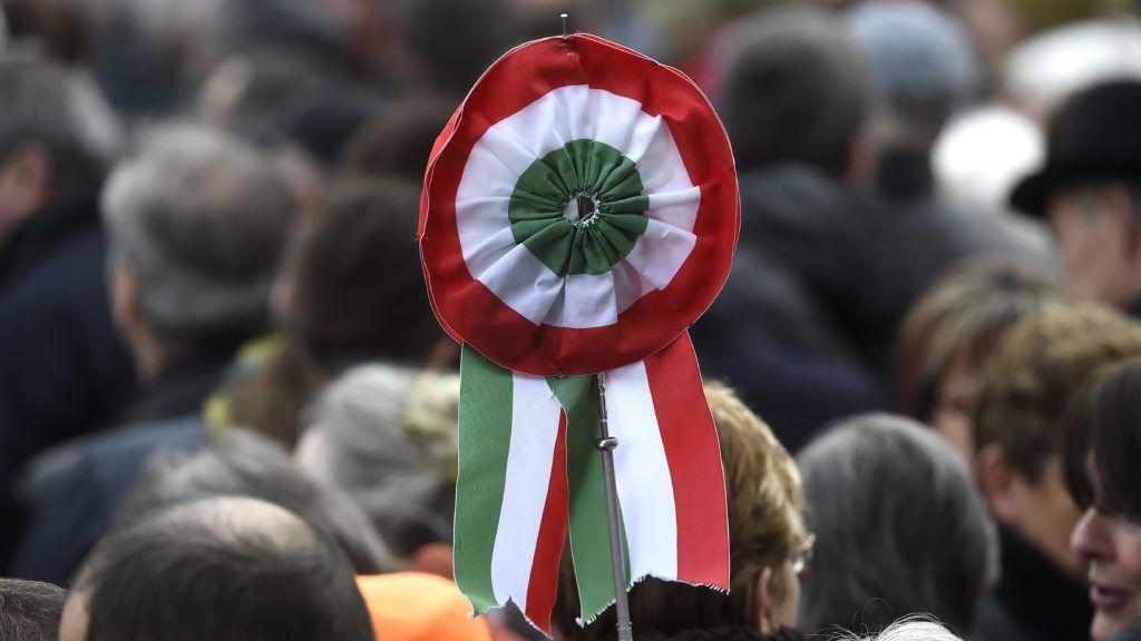 Budapest, 2017. március 15.Kokárda az 1848-49-es forradalom és szabadságharc 169. évfordulója alkalmából rendezett állami ünnepségen a fõvárosi Múzeumkertnél 2017. március 15-én.MTI Fotó: Kovács Tamás