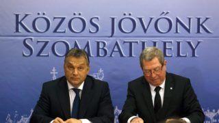 Szombathely, 2015. november 17. Orbán Viktor miniszterelnök (b) és Puskás Tivadar polgármester a Modern városok program keretében kötött együttmûködési megállapodás aláírásán Szombathelyen 2015. november 17-én. MTI Fotó: Varga György