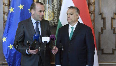 Budapest, 2018. március 20. Orbán Viktor miniszterelnök (j) és Manfred Weber, az Európai Néppárt (EPP) EP-képviselõcsoportjának elnöke sajtónyilatkozatot tesz az Országházban 2018. március 20-án. MTI Fotó: Koszticsák Szilárd