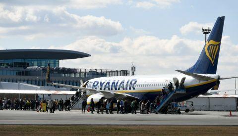 Budapest, 2019. március 12. Utasok szállnak fel az ír fapados Ryanair légitársaság repülõgépére a Liszt Ferenc Nemzetközi Repülõtér 2-es terminálján 2019. március 12-én. MTI/Koszticsák Szilárd