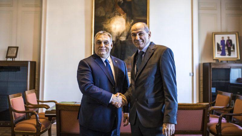 Brüsszel, 2018. december 13. A Miniszterelnöki Sajtóiroda által közreadott képen Orbán Viktor miniszterelnök (b) és Janez Jansa, a Szlovén Demokrata Párt elnöke brüsszeli találkozójukon 2018. december 13-án. MTI/Miniszterelnöki Sajtóiroda/Szecsődi Balázs