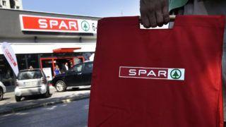 Budapest, 2016. szeptember 7.A Spar 100. franchise üzlete Zuglóban, az Ungvár utcában 2016. szeptember 7-én, a boltnyitás előtt.MTI Fotó: Máthé Zoltán