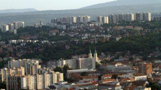 Miskolc, 2013. július 25. Légi felvétel Miskolc belvárosáról, középen a Mindszenti templom, háttérben az Avas lakótelep 2013. július 25-én. MTI Fotó: Vajda János