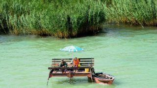 Balatonakali, 2011. július 2. Horgászok Balatonakali közelében. A hûvös, változékony idõjárás ellenére többen töltötték a szabadidejüket a Balaton partján. MTI Fotó: H. Szabó Sándor