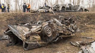 Mezőörs, 2019. március 10.Kiégett személygépkocsik, miután frontálisan ütköztek a 81-es úton, Mezőörsnél 2019. március 10-én. Az üközés után az autók kigyulladtak, a balesetben hét ember, köztük két gyermek életét vesztette.MTI/Krizsán Csaba