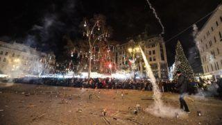 Budapest, 2019. január 1. Szilveszterezők a budapesti Vörösmarty téren 2019. január 1-jére virradó éjjel. MTI/Mónus Márton