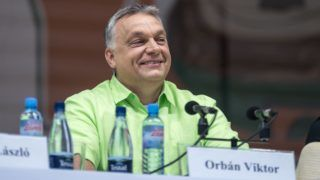 Tusnádfürdő, 2017. július 22. Orbán Viktor miniszterelnök előadása előtt a 28. Bálványosi Nyári Szabadegyetem és Diáktáborban (Tusványos) az erdélyi Tusnádfürdőn 2017. július 22-én. MTI Fotó: Veres Nándor