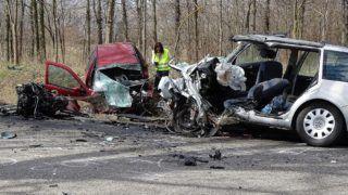 Kiskunmajsa, 2019. március 15. Ütközésben összetört személygépkocsik az 5402-es fõút Kiskunmajsa és Kiskunhalas közötti szakaszán 2019. március 15-én. A balesetben hárman életüket vesztették, ketten súlyosan megsérültek. MTI/Donka Ferenc
