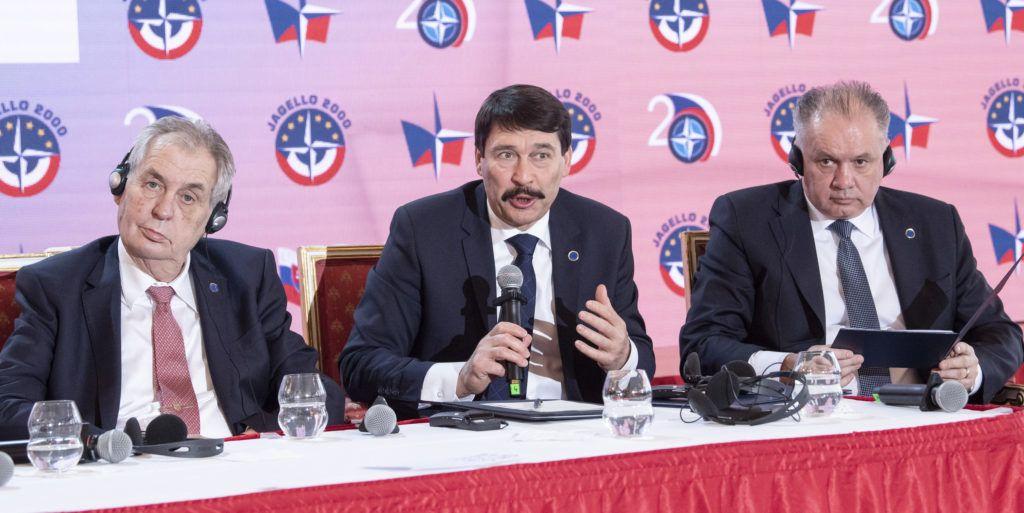 Prága, 2019. március 12. Milos Zeman cseh, Áder János magyar és Andrej Kiska szlovák köztársasági elnök (b-j) a cseh NATO-csatlakozás 20. évfordulója alkalmából tartott prágai rendezvényen 2019. március 12-én. MTI/Szigetváry Zsolt