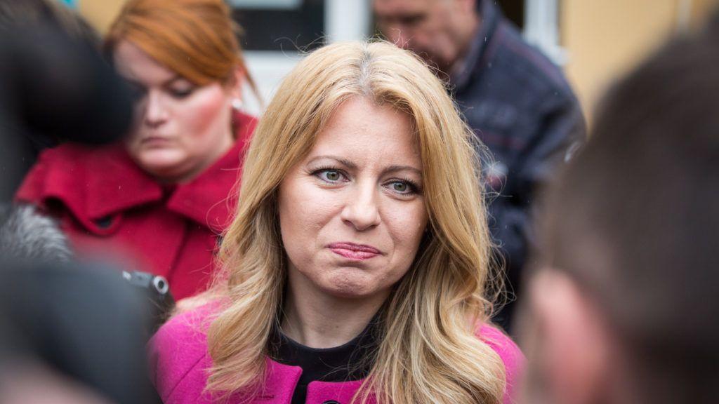 Bazin, 2019. március 16. Zuzana Caputová államfõjelölt, miután leadta szavazatát Bazinban (Pezinok) 2019. március 16-án, a szlovák elnökválasztás napján. Az államfõválasztáson 13 jelölt indul, és 4,45 millió szavazásra jogosult választópolgár vehet részt. MTI/EPA/Jakub Gavlak