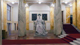 Budapest, 2011. december 14. Justitia szobra az aulában, a Legfelsõbb Bíróság épületében, Budapesten. A kormány által átalakított bírósági rendszerben a Legfelsõbb Bíróság megváltozott jogkörökkel, Kúria néven folytatja tevékenységét 2012. január 1-jétõl. MTI Fotó: Szigetváry Zsolt