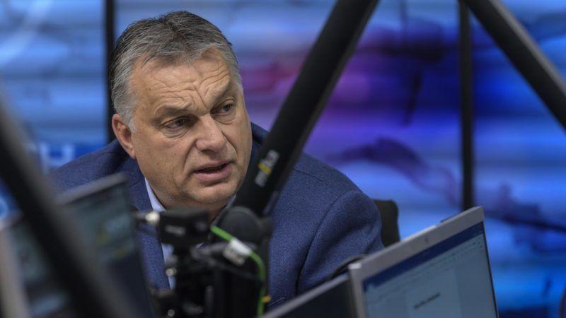 Budapest, 2018. december 7. Orbán Viktor miniszterelnök interjút ad a Jó reggelt, Magyarország! című műsorban a Kossuth Rádió stúdiójában 2018. december 7-én. MTI/Szigetváry Zsolt