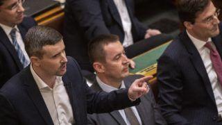 Budapest, 2019. március 18. Jakab Péter, a Jobbik képviselõje (b) azonnali kérdést tesz fel az Országgyûlés plenáris ülésén 2019. március 18-án. MTI/Szigetváry Zsolt