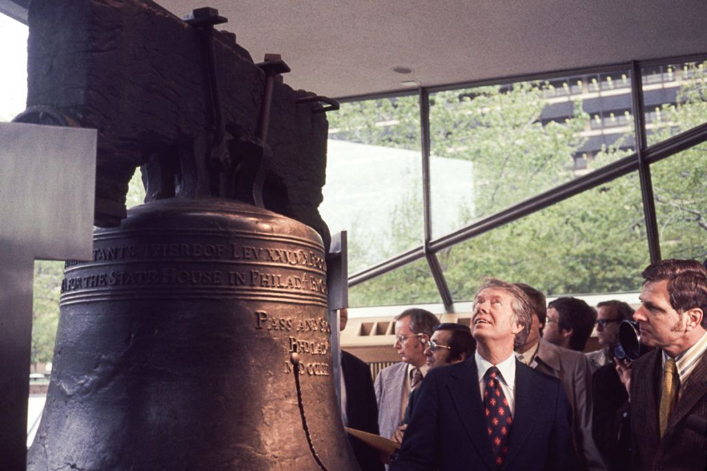 American politician and US Presidential candidate Jimmy Carter visits the Liberty Bell during a campaign event, Philadelphia, Pennsylvania, April 1976. (Photo by Mikki Ansin/Getty Images)
