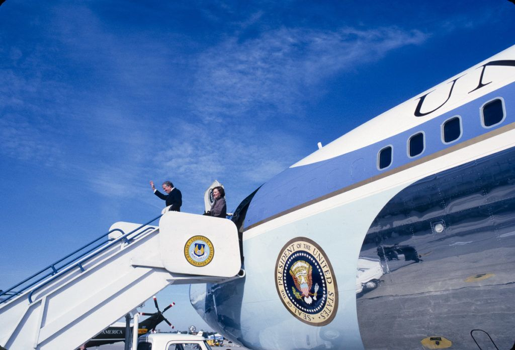Days after his presidency ended, former president Jimmy Carter boards Air Force One in Georgia, to return to Washington DC and continue onto Weisbaden, Germany to greet the newly released Americans held hostage in Iran for 444 days, January 1981. (Photo by Chuck Fishman/Getty Images)
