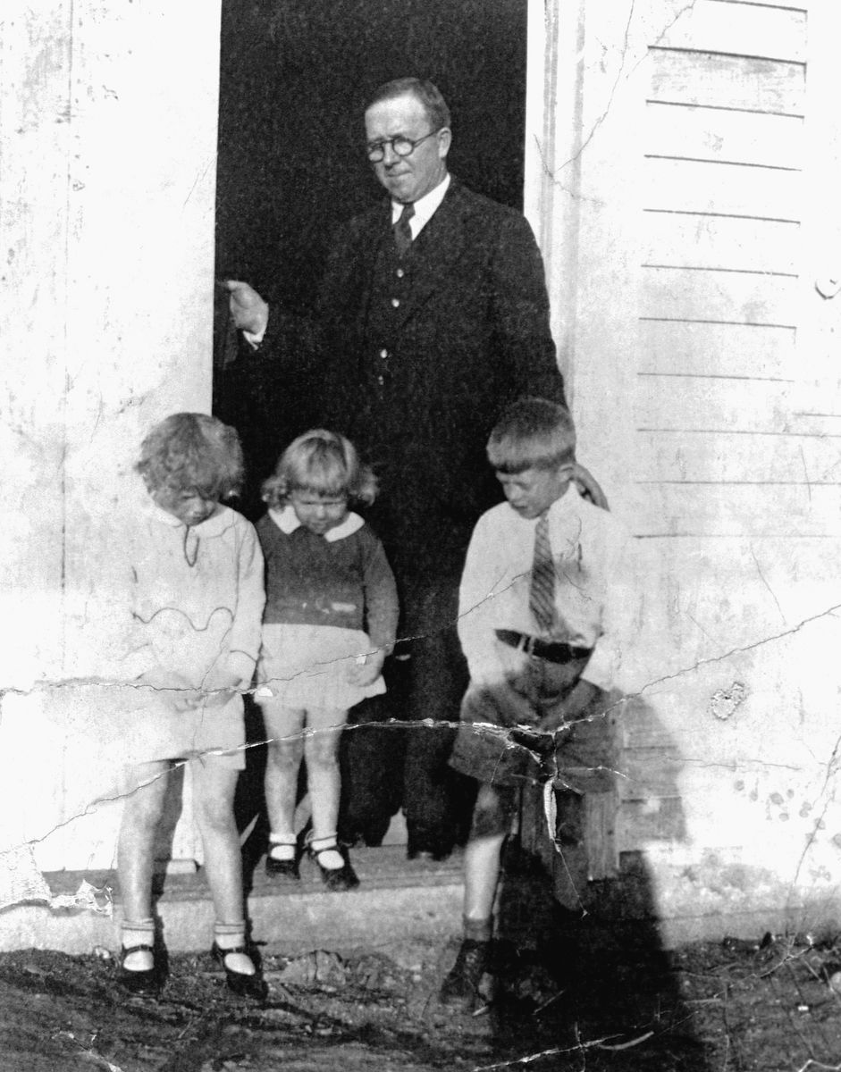 A portrait of Jimmy Carter as a boy with his sisters Gloria and Ruth, and his father James Earl Carter Sr.. Georgia, ca. 1920s. (Photo by © CORBIS/Corbis via Getty Images)
