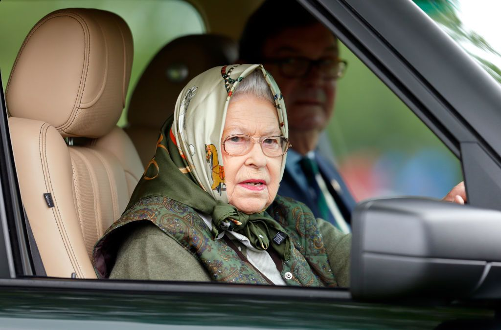 WINDSOR, UNITED KINGDOM - MAY 13: (EMBARGOED FOR PUBLICATION IN UK NEWSPAPERS UNTIL 48 HOURS AFTER CREATE DATE AND TIME) Queen Elizabeth II drives her Range Rover car as she attends day 4 of the Royal Windsor Horse Show in Home Park on May 13, 2017 in Windsor, England. (Photo by Max Mumby/Indigo/Getty Images)