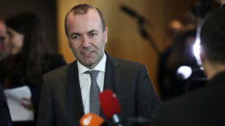 Brüsszel, 2019. március 20.Manfred Weber, az Európai Néppárt (EPP) európai parlamenti frakcióvezetője és csúcsjelöltje az európai parlamenti választásokon az Európai Néppárt politikai közgyűlésére érkezik az Európai Parlament brüsszeli épületében 2019. március 20-án. A közgyűlés résztvevői arról szavaznak, tagja maradjon-e a Fidesz az Európai Néppártnak.MTI/AP/Francisco Seco