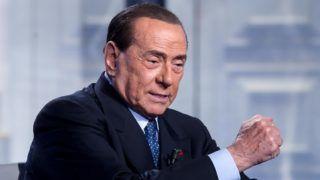 Róma, 2019. február 14. Silvio Berlusconi volt olasz miniszterelnök, az ellenzéki jobbközép Forza Italia (Hajrá Olaszország) párt vezetõje a Rai Uno olasz televíziócsatorna Ajtótól ajtóig (Porta a Porta) címû mûsorának felvételén egy római stúdióban 2019. február 14-én. Berlusconi január közepén jelentette be, hogy jelölteti magát az európai parlamenti választásokra. MTI/EPA/ANSA/Angelo Carconi