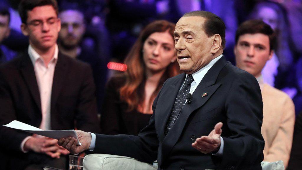 Róma, 2019. február 19. Silvio Berlusconi volt olasz miniszterelnök, az ellenzéki jobbközép Forza Italia (Hajrá Olaszország) párt vezetõje a Rete 4 olasz televíziócsatorna Quarta Repubblica címû mûsorának felvételén egy római stúdióban 2019. február 18-án. Berlusconi január közepén jelentette be, hogy jelölteti magát az európai parlamenti választásokra. MTI/EPA/ANSA/Riccardo Antimiani