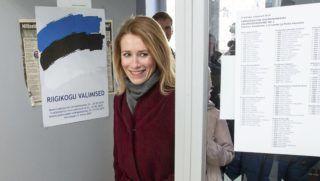 Tallinn, 2019. március 3. Kaja Kallas, a Reformpárt elnöke érkezik egy tallinni szavazóhelyiségbe 2019. március 3-án, az észt parlamenti választások napján. MTI/AP/Raul Mee