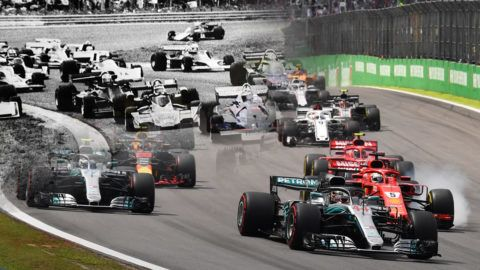 Drivers power their cars during the F1 Brazil Grand Prix at the Interlagos racetrack in Sao Paulo, Brazil on November 11, 2018. (Photo by Nelson Almeida / AFP)