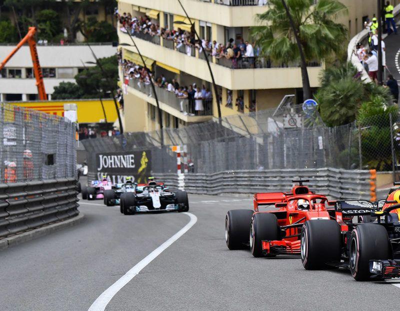Motorsports: FIA Formula One World Championship 2018, Grand Prix of Monaco, #3 Daniel Ricciardo (AUS, Aston Martin Red Bull Racing), #5 Sebastian Vettel (GER, Scuderia Ferrari), 27.05.2018. | usage worldwide