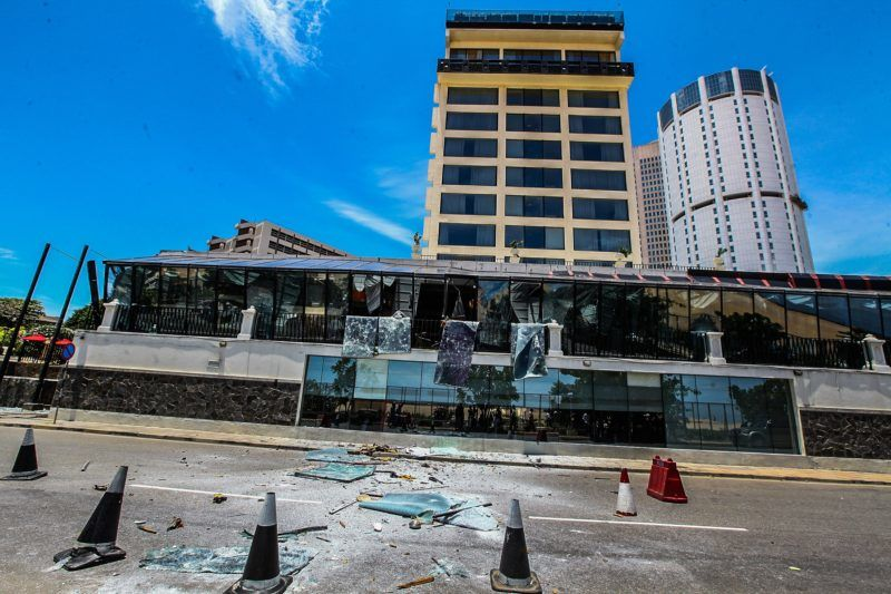 COLOMBO, SRI LANKA - APRIL 21: Security forces inspect the scene after a blast targeting Shangri La hotel in Colombo, Sri Lanka on April 21, 2019. At least 138 people were killed in multiple blasts targeting churches and hotels across Sri Lanka.  Chamila Karunarathne / Anadolu Agency