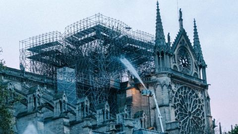 A fire broke out in Notre-Dame-de-Paris Cathedral. The next day, the capital discovered the extent of the damage.Un incendie a ravagé la cathédrale Notre-Dame-de-Paris. Le lendemain, la capitale découvre l'ampleur des dégâts.