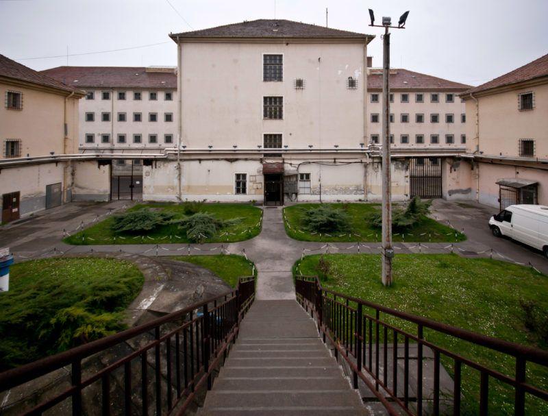 Image: 72986565, A Szegedi Fegyház és Börtön (Csillagbörtön) büntetés-végrehajtási intézet. A Szegedi Fegyház és Börtön 125 éve épült, akkoriban Európa egyik legkorszerűbb intézete volt. A Csillagbörtön napjainkban a súlyos bűncselekményt elkövetett fogvatartottak büntetés-végrehajtási intézete. A három telephelyen fogvatartott 1200 ember átlagéletkora 34 év, átlagos büntetési idejük 15 esztendő, nevelésükről, őrzésükről hétszázan gondoskodnak., Place: Szeged, Hungary, License: Rights managed, Model Release: No or not aplicable, Property Release: Yes, Credit: smagpictures.com