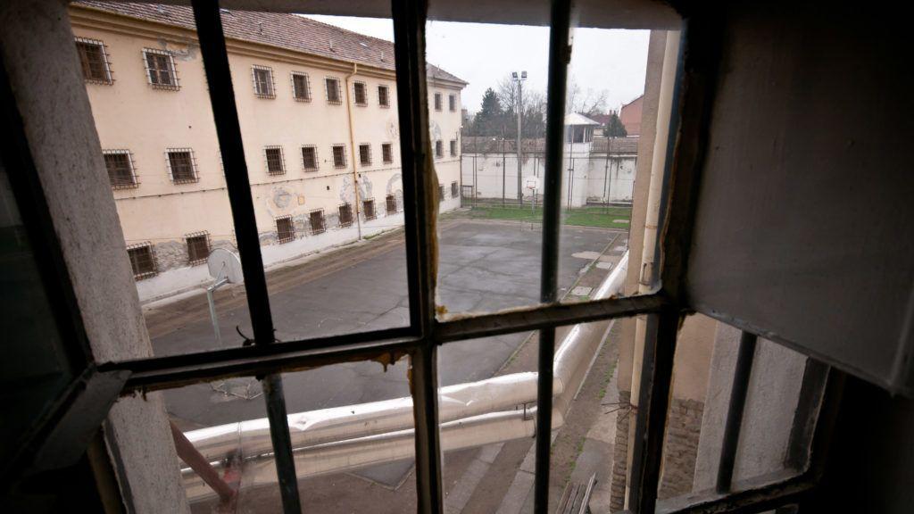 Image: 72986609, A Szegedi Fegyház és Börtön (Csillagbörtön) büntetés-végrehajtási intézet. A Szegedi Fegyház és Börtön 125 éve épült, akkoriban Európa egyik legkorszerűbb intézete volt. A Csillagbörtön napjainkban a súlyos bűncselekményt elkövetett fogvatartottak büntetés-végrehajtási intézete. A három telephelyen fogvatartott 1200 ember átlagéletkora 34 év, átlagos büntetési idejük 15 esztendő, nevelésükről, őrzésükről hétszázan gondoskodnak., Place: Szeged, Hungary, License: Rights managed, Model Release: No or not aplicable, Property Release: Yes, Credit: smagpictures.com