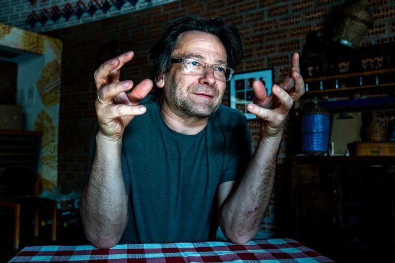 Image: 73879294, Lovasi András Kossuth-díjas magyar zenész, énekes. Az 1987-ben alakult Kispál és a Borz együttes énekese, basszusgitárosa és dalszerzõje, valamint a 2005-ben alakult Kiscsillag zenekar gitárosa, énekese, zeneszerzõje., Place: Budapest, Hungary, Model Release: No or not aplicable, Property Release: Yes, Credit: smagpictures.com