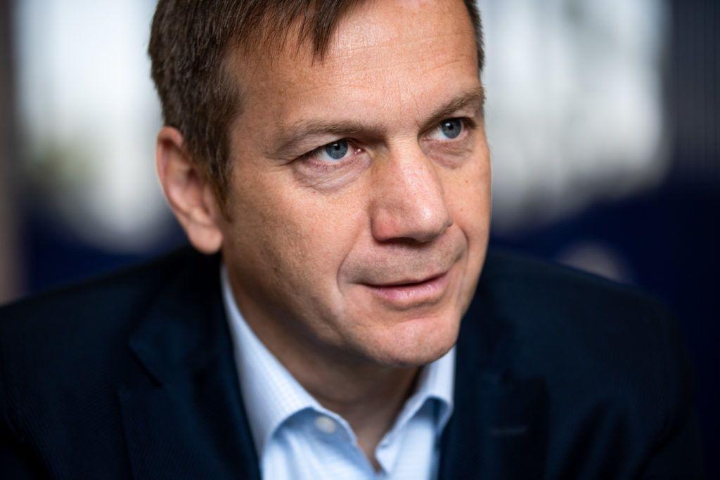 Image: 73887392, Tíz éve, hogy Bajnai Gordont kormányfõvé választotta a parlament, a 168 Óra pedig ebbõl az alkalomból a könyvet adott ki. A Frontsebészet – A köztársaság utolsó kormánya. A kiadvány azt az egy évet mutatja be, amikor a gazdasági és társadalmi csõd szélén álló országot a Bajnai-kormány vezette, majd szigorú megszorításokkal egyensúlyba állította., Place: Budapest, Hungary, Model Release: No or not aplicable, Property Release: Yes, Credit: smagpictures.com