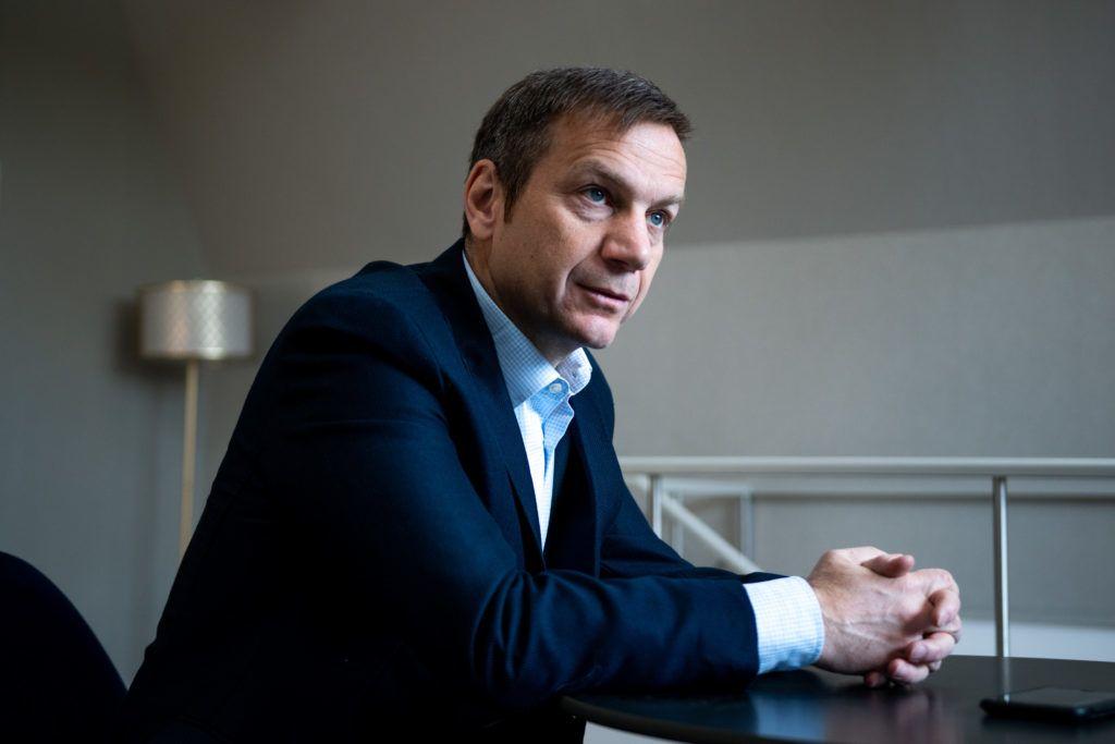 Image: 73887404, Tíz éve, hogy Bajnai Gordont kormányfõvé választotta a parlament, a 168 Óra pedig ebbõl az alkalomból a könyvet adott ki. A Frontsebészet – A köztársaság utolsó kormánya. A kiadvány azt az egy évet mutatja be, amikor a gazdasági és társadalmi csõd szélén álló országot a Bajnai-kormány vezette, majd szigorú megszorításokkal egyensúlyba állította., Place: Budapest, Hungary, Model Release: No or not aplicable, Property Release: Yes, Credit: smagpictures.com