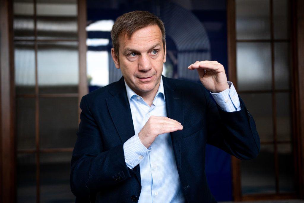 Image: 73887436, Tíz éve, hogy Bajnai Gordont kormányfõvé választotta a parlament, a 168 Óra pedig ebbõl az alkalomból a könyvet adott ki. A Frontsebészet – A köztársaság utolsó kormánya. A kiadvány azt az egy évet mutatja be, amikor a gazdasági és társadalmi csõd szélén álló országot a Bajnai-kormány vezette, majd szigorú megszorításokkal egyensúlyba állította., Place: Budapest, Hungary, Model Release: No or not aplicable, Property Release: Yes, Credit: smagpictures.com