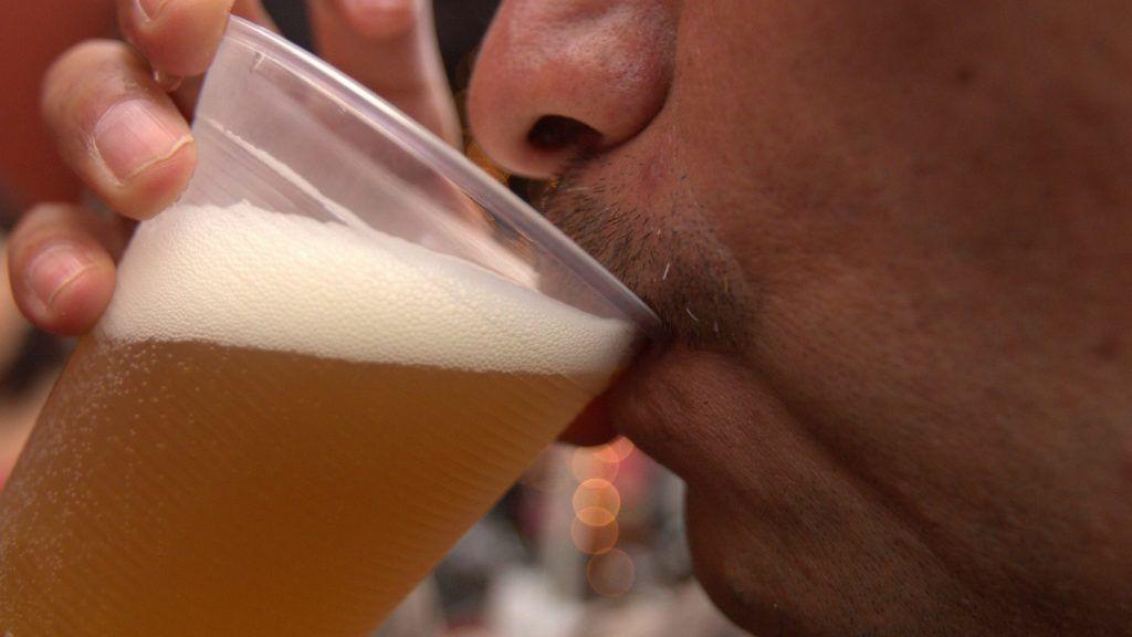 50704211. México, D.F.- En el marco del Festival de la Cerveza MX, cerca de 40 expositores de cerveza artesanal participan en el festival.  NOTIMEX/FOTO/ARIANA PEREZ/APL/HUM