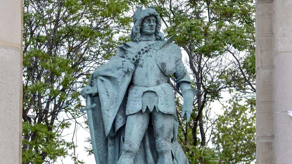 Budapest, 2012. június 26.Hunyadi Mátyás idealizált ábrázolása, Zala György szobrászművész alkotása, a Millenniumi emlékmű egyik szobra a Hősök terén.MTVA/Bizományosi: Róka László ***************************Kedves Felhasználó!Az Ön által most kiválasztott fénykép nem képezi az MTI fotókiadásának, valamint az MTVA fotóarchívumának szerves részét. A kép tartalmáért és a szövegért a fotó készítője vállalja a felelősséget.